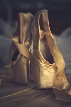 Pointe shoes made of pink satin